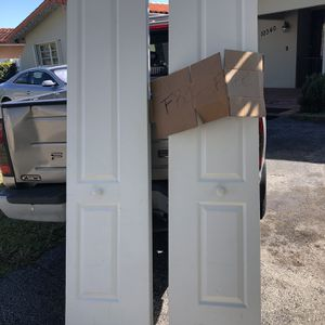Free bifold Closet Doors In Good Condition - 36x80 Each for Sale in Miami, FL
