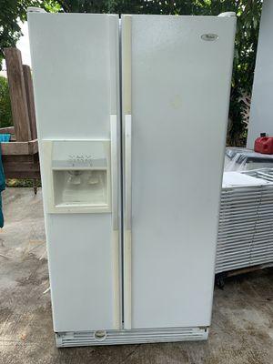 Refrigerator whirlpool for Sale in Miami, FL