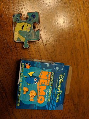 Disney limited edition pin of 900 character connection finding Nemo mystery collection for Sale in Glendale, AZ