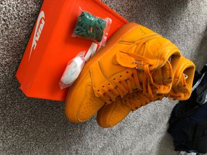Gatorade 1's STILL FRESH, BARELY WORN SIZE 11. Will throw in Gatorade Jordan shirt size L as well as 2 sets of shoe strings to go along with. for Sale in Raleigh, NC
