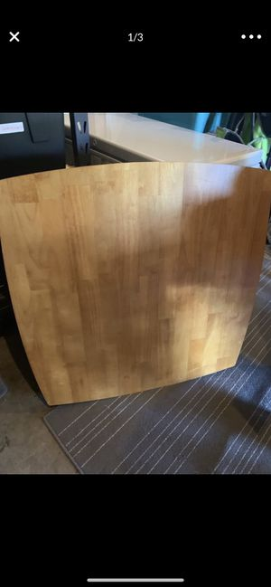 Square oak table 36 x 36, 30 inches tall. Easy and ready to put together! Great condition for Sale in Everett, WA