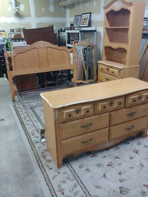 Contemporary 4 Piece Bedroom Set for Sale in Meriden, CT