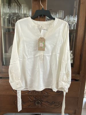 Womens blouse for Sale in Lauderhill, FL
