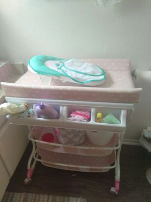 Baby Bath and Changing Table Combo for Sale in Long Beach, CA