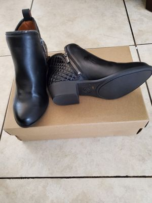 Lucky brand boots size 1 youth for Sale in Bell Gardens, CA
