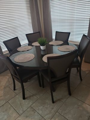 60 inch Round Dining Breakfast Table for Sale in Porter, TX