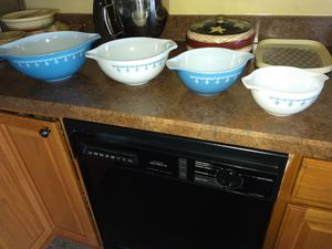 Pyrex mixing bowl set for Sale in Lancaster, OH