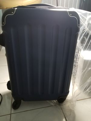 RETAIL $75!! ASKING $40!! BRAND NEW IN PLASTIC TRAVEL SIZE HARD CASE LUGGAGE. ADJUSTABLE RETRACTABLE HANDLE. SPIN WHEELS for Sale in Providence, RI