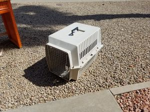 Fiberglass pet Porter with carry handle. Dog kennel. Animal crate. Medium sized. 19.5 in tall. 25 in Long. 18 inches wide. 67th Avenue and Peoria Road for Sale in Glendale, AZ