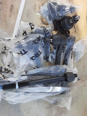 2 sets tie rods for chevy colorado 2006 to 2012 new for Sale in Riverdale, CA