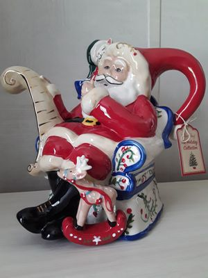 Great gift Ceramic Santa Teapot 59 oz(1,750 ml)NEW(never used)Gran regalo Tetera de cerámica de Santa 59 oz (1,750 ml).Please check my other offers. for Sale in Kissimmee, FL