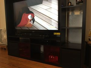 Tv stand with side shelves and storage bottom for Sale in Lincoln, RI