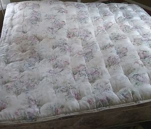 King size mattress for Sale in Hershey, NE