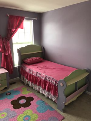 Girl twin bedroom set for Sale in Chantilly, VA