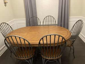 Dining Room Table and Chairs for Sale in Fort Mill, SC