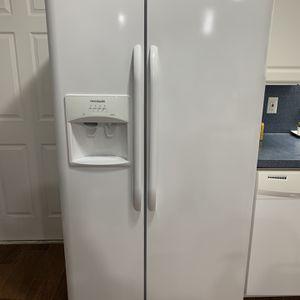 Frigidaire Refrigerator for Sale in Jacksonville, FL