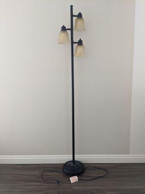 Floor lamp for Sale in Los Alamitos, CA