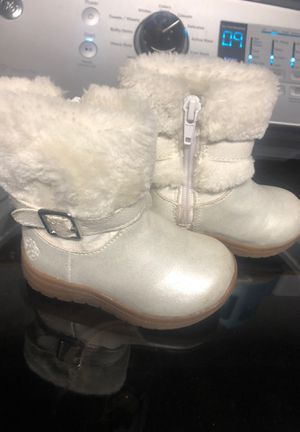 Size 5 little girl snow boots for Sale in San Bernardino, CA