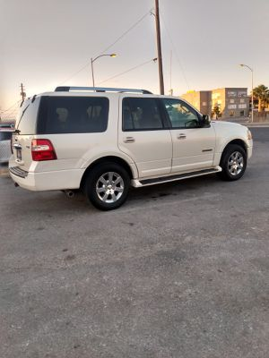FORD EXPEDITION 2008* 4X4* 3 ROWS SEATS* 160000 MILES* SMOG IN HAND* DVD PLAYER* CLEAN TITLE*NO MECHANICAL ISSUES* IT RUNS GOOD* for Sale in Las Vegas, NV