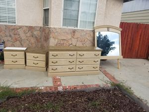 4 peice bedroom set for Sale in Long Beach, CA