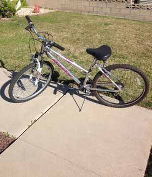 Huffy Red Rock 18 speed ladies mountain bike for Sale in Rancho Cucamonga, CA