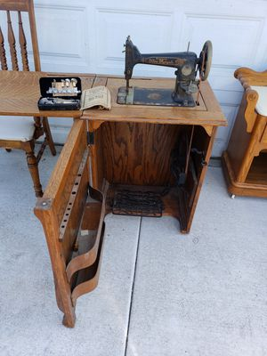 Treadle sewing machine. Works! for Sale in Norco, CA
