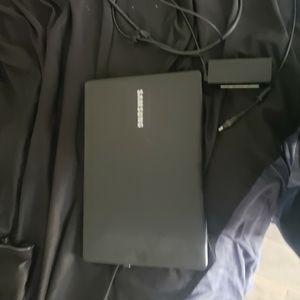 Samsung 15.6 2 in 1 Laptop Touchscreen Intel Core i5 8GB for Sale in Orlando, FL
