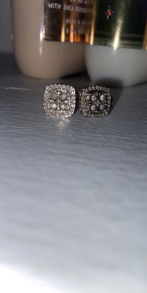 Diamond with silver cutting around it for Sale in Denver, CO