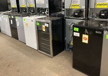 Mini fridges🥶🥶 1PN5 for Sale in Plano,  TX