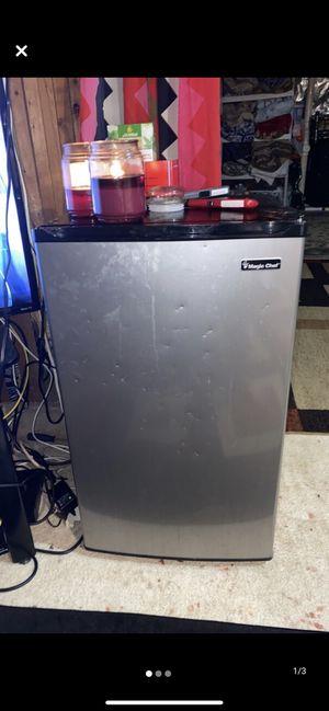Like new mini fridge for Sale in Gaithersburg, MD