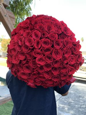 100 roses bouquet 🌹❤️😍 for Sale in Corona, CA