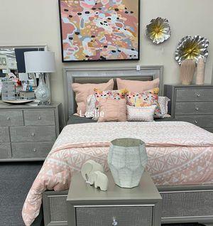 5-Piece LED Panel Bedroom Set 🕍 Juego de Recamara Queen for Sale in Austin, TX