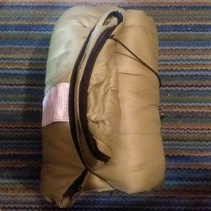 Large green sleeping bag for Sale in Lincoln, KS