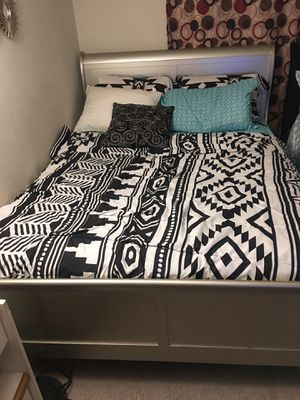 Queen size bed, silver for Sale in Silver Spring, MD
