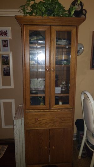 Antique China cabinet for Sale in Franklin Park, IL