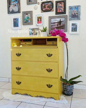 Dresser Desk for Sale in Victorville, CA