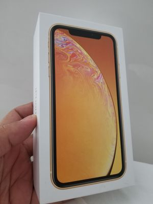 IPHONE XR 64GB YELLOW BRAND NEW UNLOCKED ANY COMPANY IN BOX WITH ALL ACCESORIES for Sale in Miami, FL