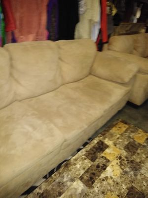 Couch love seat for Sale in Detroit, MI