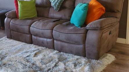 Recliner Couch With Charger Ports for Sale in Hawthorne,  CA