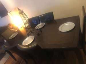 Dining room table it extends for Sale in Philadelphia, PA