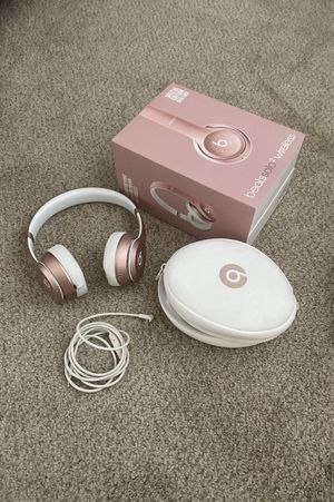 Rose gold beats solo 2 wireless for Sale in Solana Beach, CA