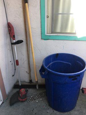 1 eléctrico trimmer 1 escoba 1 rastrillo 1 bote todo x $ for Sale in San Jose, CA