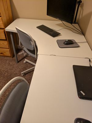 White computer desk with 2 chairs for Sale in Chandler, AZ