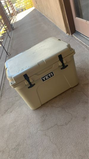 YETI COOLER: TUNDRA 35 for Sale in Tempe, AZ
