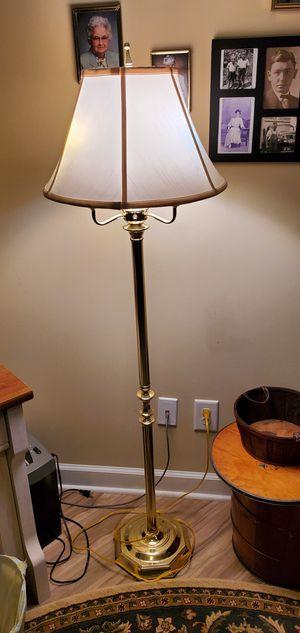 Floor lamp for Sale in Fayetteville, GA