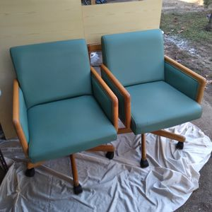 Duel Rolling Chairs for Sale in Ball, LA