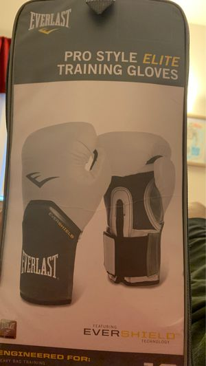 White everlast boxing gloves for Sale in Exeter, CA