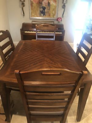 Dining table with 4 chairs for Sale in Hialeah, FL