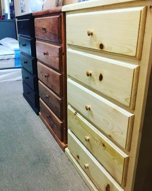 New pinewood dresser 5 drawer for Sale in Chino Hills, CA