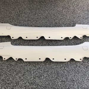 Auto part right and left skirt panel pearl white original SL 500 Mercedes Benz excellent condition for Sale in Anaheim, CA